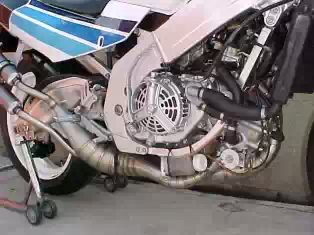 rgv250 engine 2.jpeg