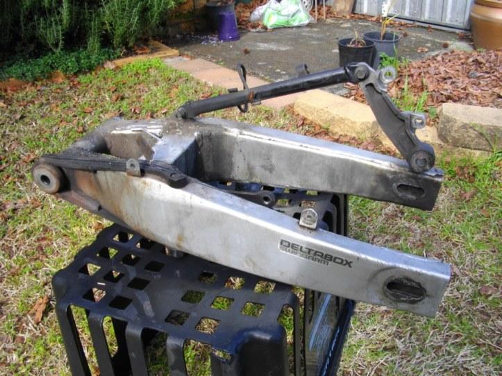 FZR250 Swingarm2