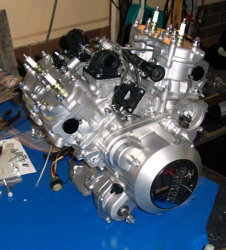 Yamaha RZV500R Engine