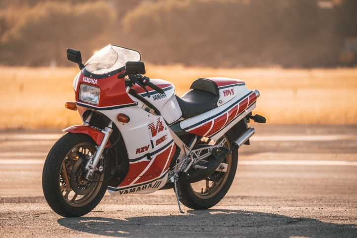 Yamaha RZV500R 4