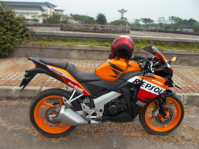Honda CBR150R CBU