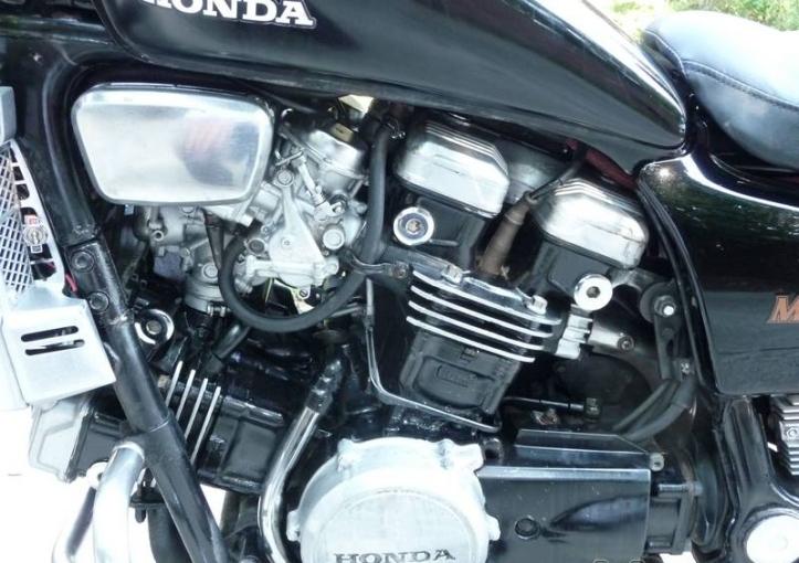 Honda Magna 750 9
