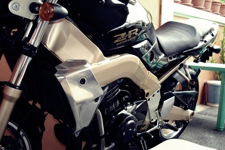 Kawasaki Xanthus ZR400 2