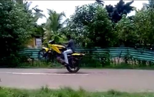Stunt di Jalanan Umum