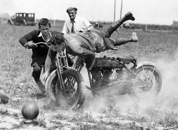 Saat Sepeda Motor Menyatu dengan Sepakbola, Itulah