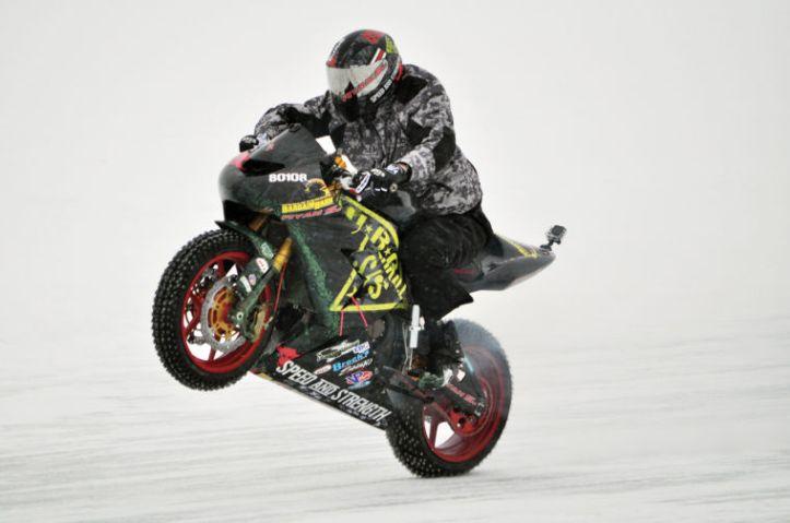 Ryan Suchanek Wheelie Diatas Es 2