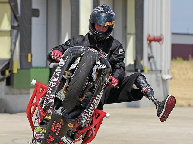 Ryan Suchanek Wheelie Diatas Es 3