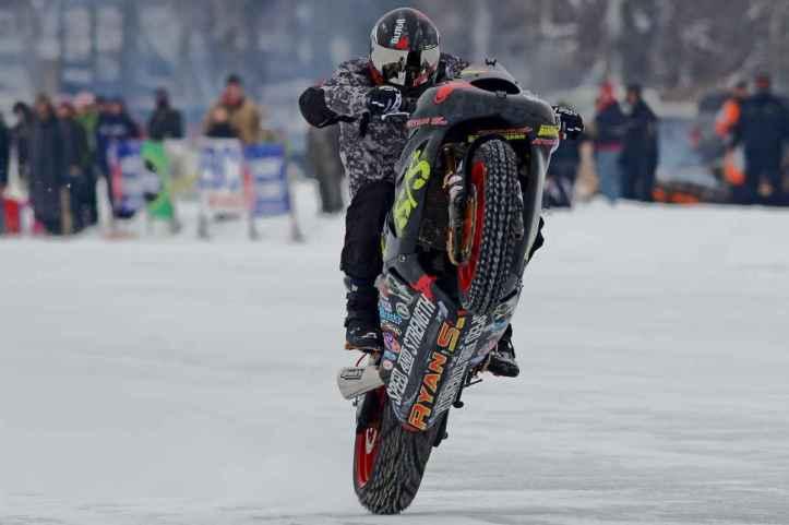 Ryan Suchanek Wheelie Diatas Es
