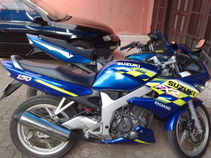Suzuki FXR 150 11
