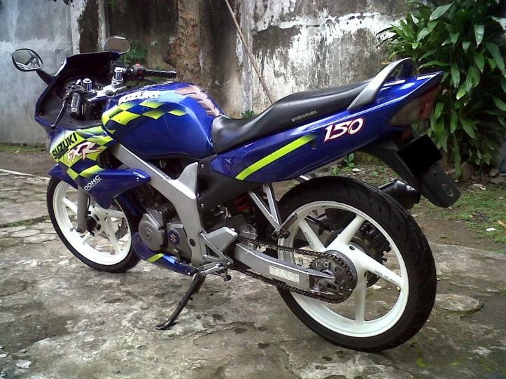 Suzuki FXR 150 6