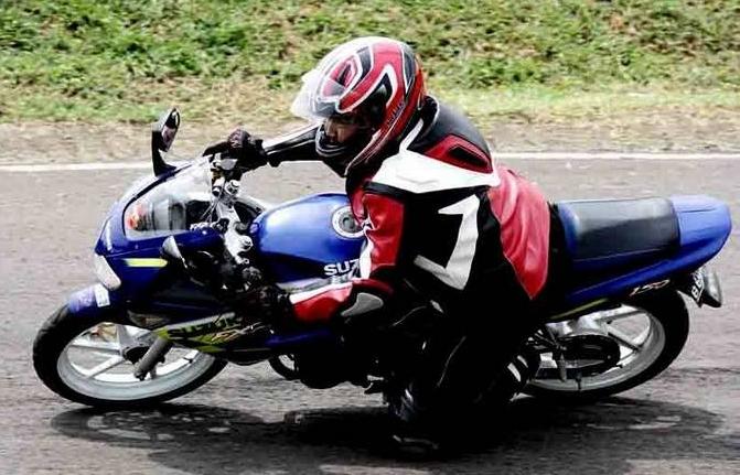 Suzuki FXR 150 8