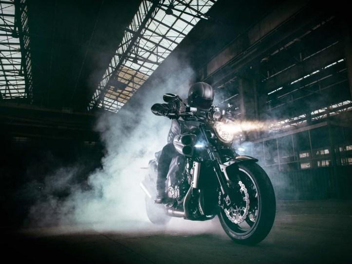 Yamaha VMAX Carbon SE 6