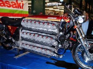Simon Whitelock - Kawasaki 48 Silinder 4.200 cc