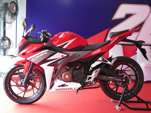 Honda CBR150R Facelift 2016 11