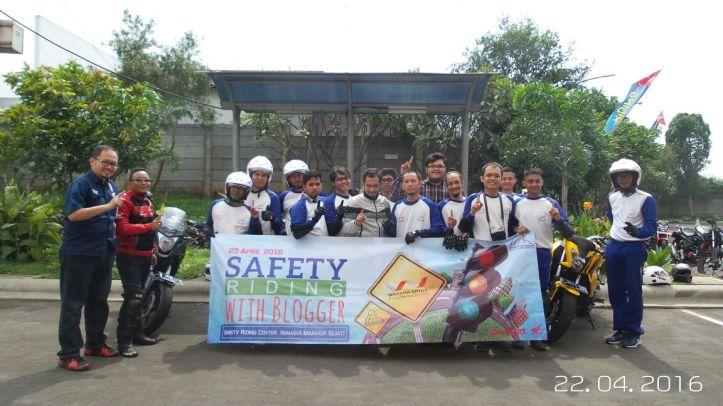 Safety Riding with Wahana Jatake