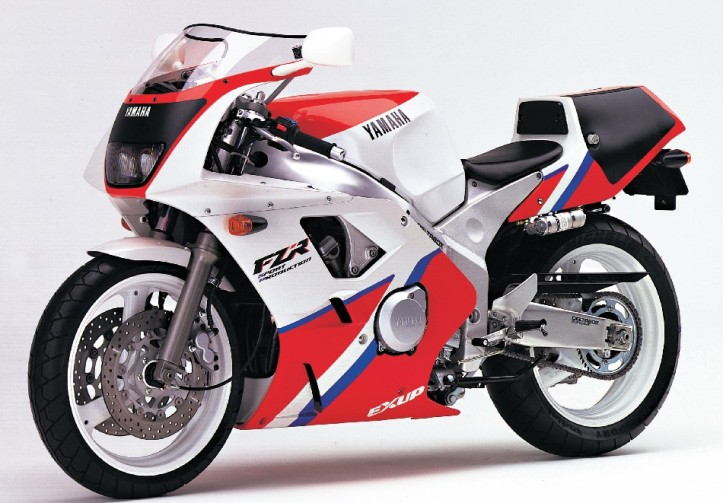 Battle of Classic 400cc Sportbike : Yamaha FZR400RR SP !