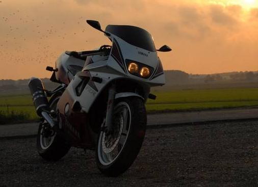 Yamaha FZR400RR
